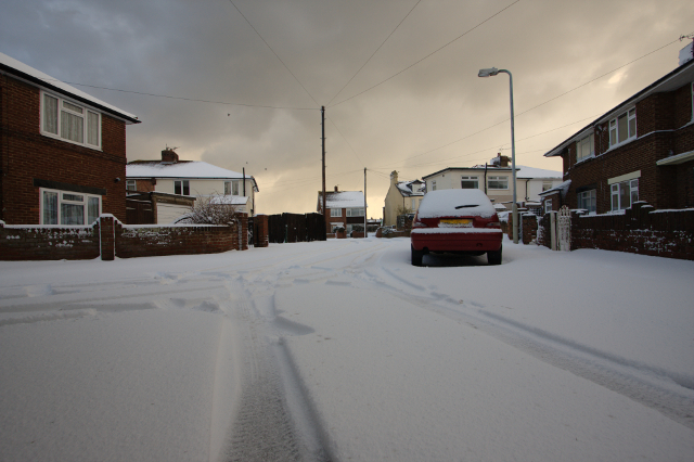 IMAGE: http://www.thesoundlab.co.uk/photos/snow/img_6108t.jpg